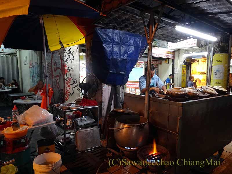 マレーシアのクアラルンプールのチャイナタウンの釜めし屋台概観