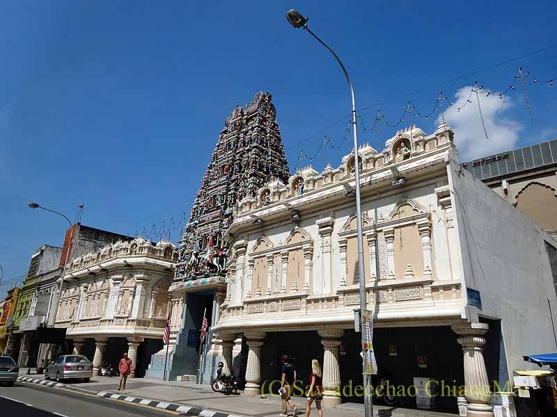 マレーシアのクアラルンプールにあるスリ・マハ・マリアマン寺院概観