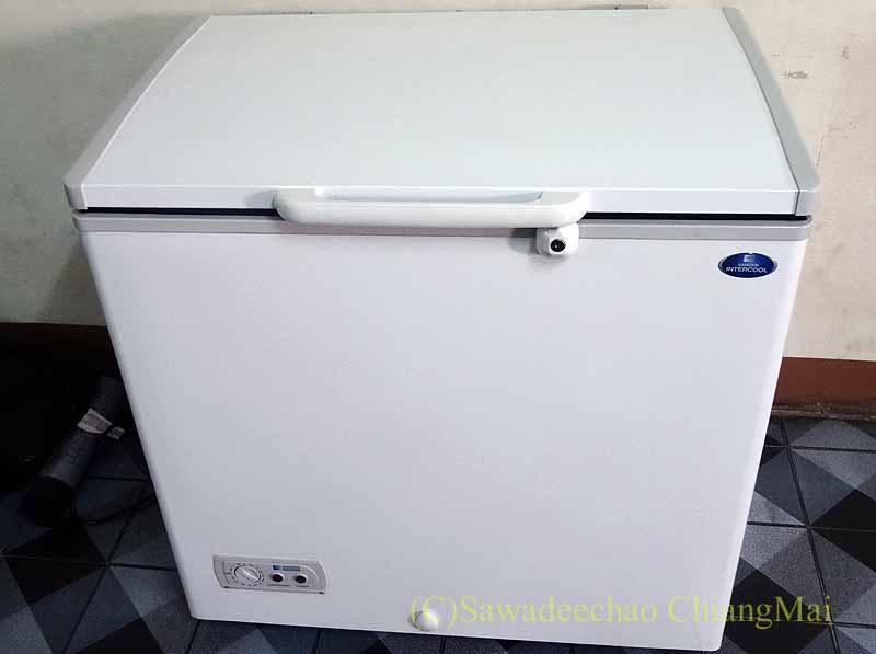 チェンマイの大型家電量販店で購入したSANDEN社製冷凍庫
