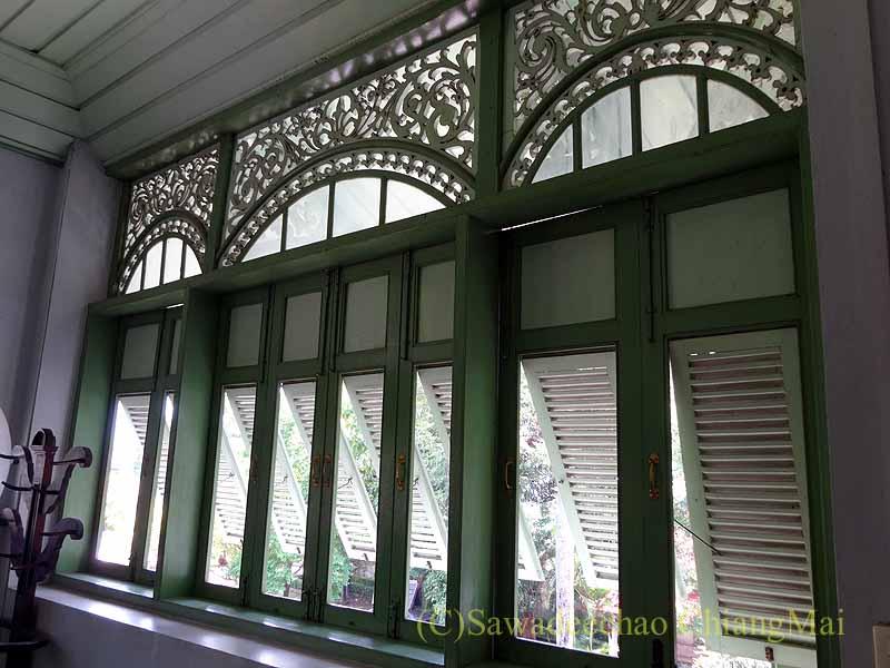 タイのプレーのクムチャオルワンムアンプレーの窓