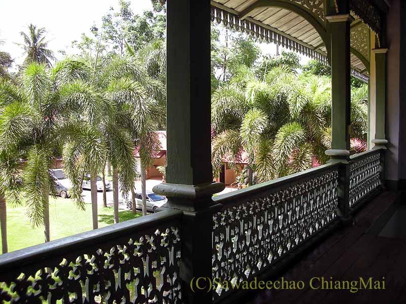 タイのプレーのクムチャオルワンムアンプレーのバルコニー