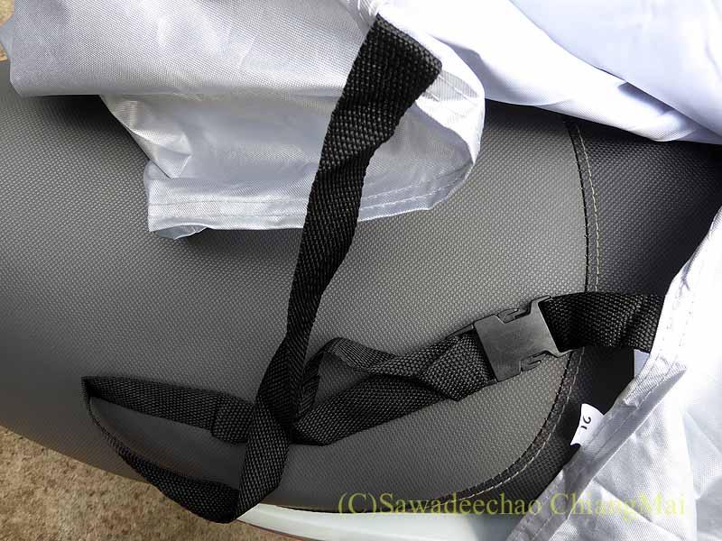チェンマイで使っているバイクカバーのベルト