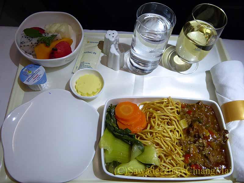 ベトナム航空VN603便ビジネスクラスで出た機内食全景