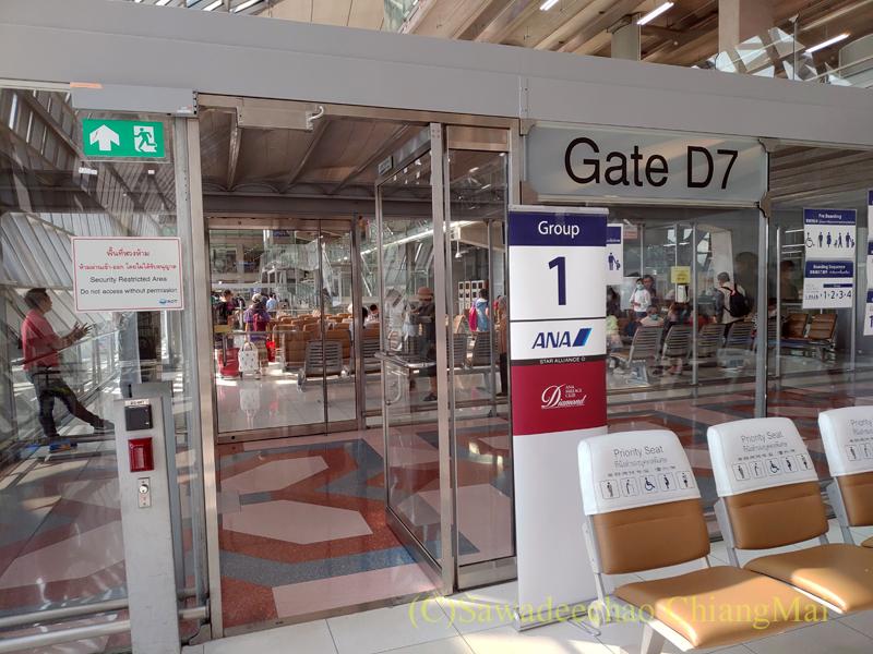 タイ・バンコクのスワンナプーム空港の搭乗ゲート