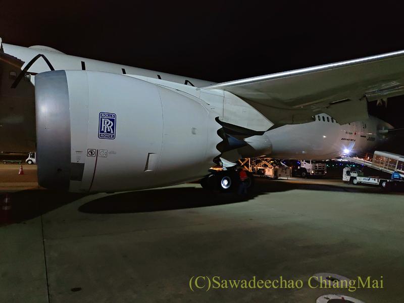 羽田空港に沖止めされたANA全日空NH878便の機体