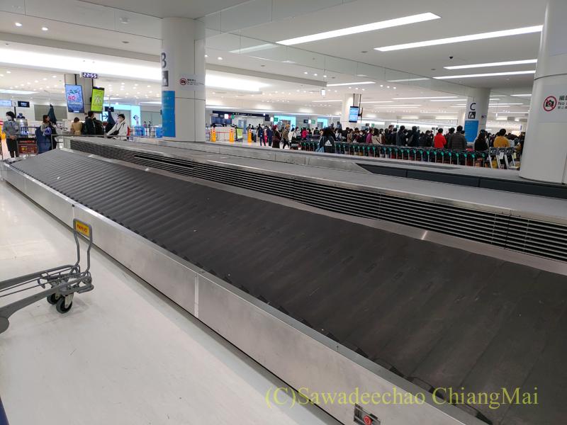 羽田空港国際線ターミナルの荷物受け取りターンテーブル