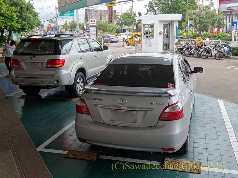 チェンマイのトヨタ車サービスセンターで点検を終えたマイカー