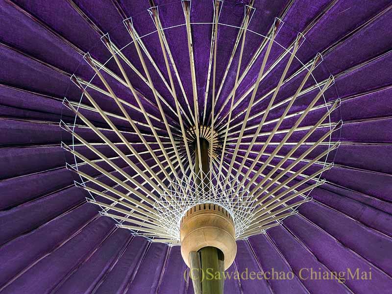 タイのチェンマイ特産のサーペーパーで作った日よけの傘