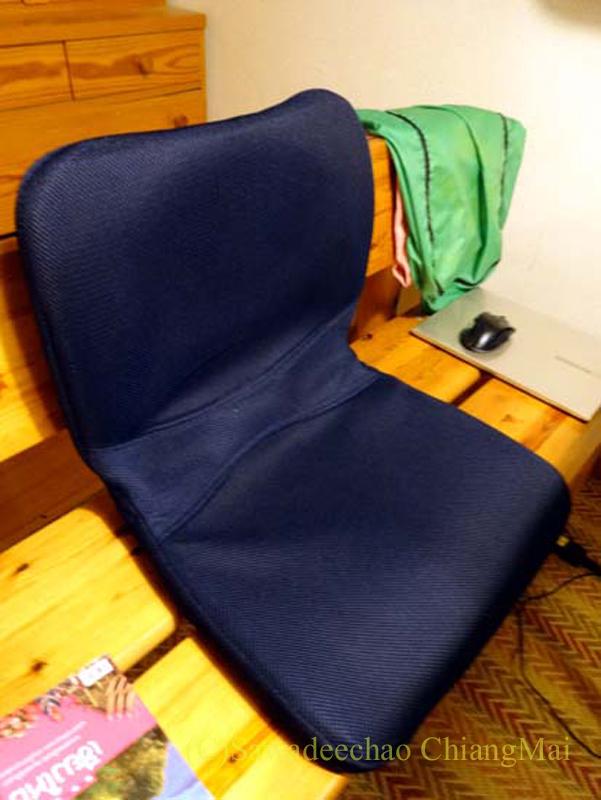 チェンマイで使っている腰痛対策グッズpinto使用中