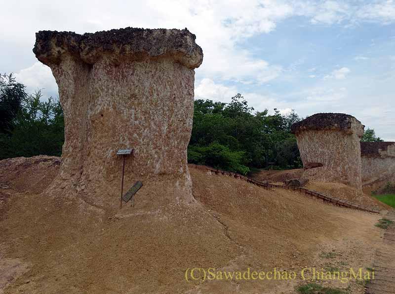 タイのプレー郊外にある奇岩群ペムアンピーの奇岩の近景