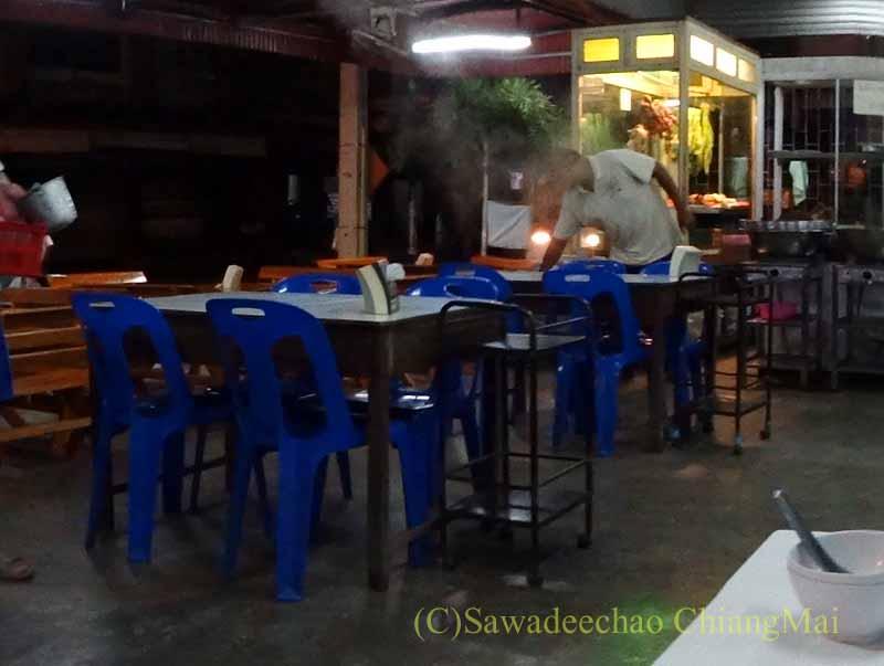 タイのプレーにある中華タイ料理食堂ソットチューンポーチャナー
