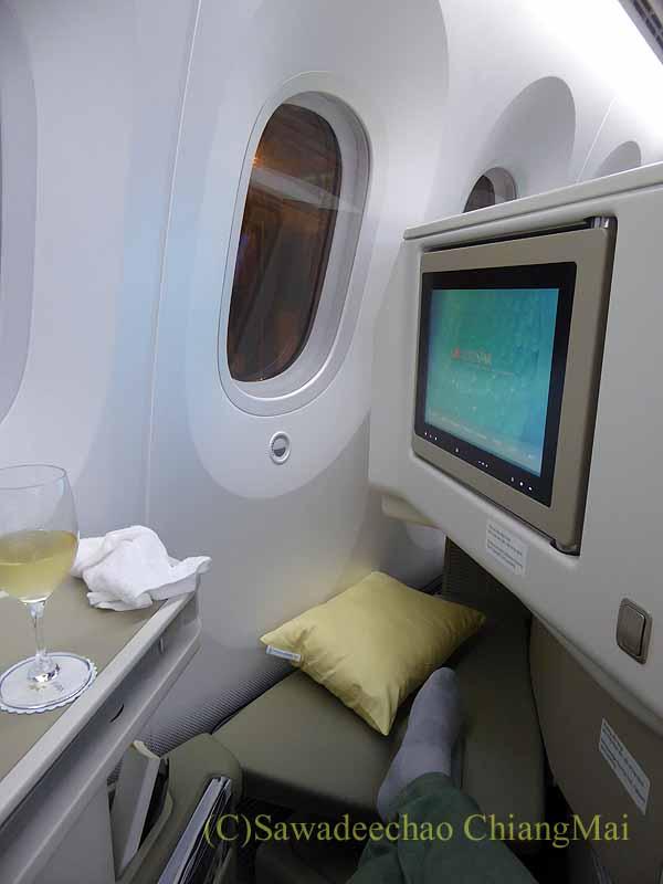 ベトナム航空VN300便成田行きのビジネスクラスのシートと窓