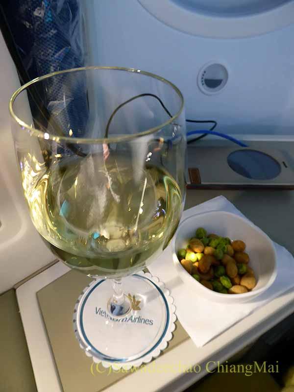 ベトナム航空VN300便成田行きのビジネスクラスで出たワイン