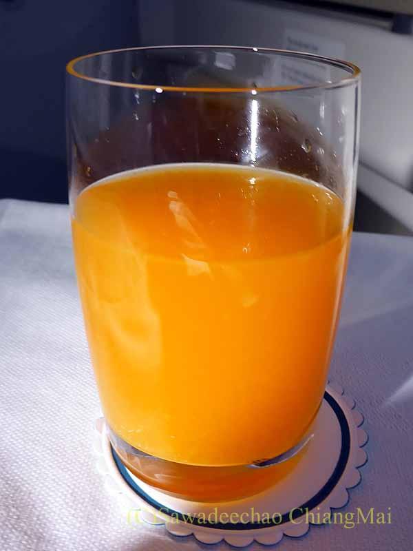 ベトナム航空VN300便成田行きのビジネスクラスで出たオレンジジュース