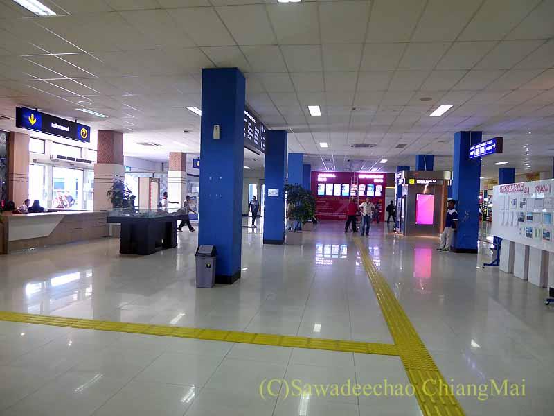 ソロ(スラカルタ)のティルトナディバスターミナル概観