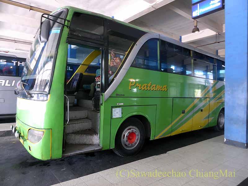 ソロ(スラカルタ)のからジョグジャカルタに向かうバス側面