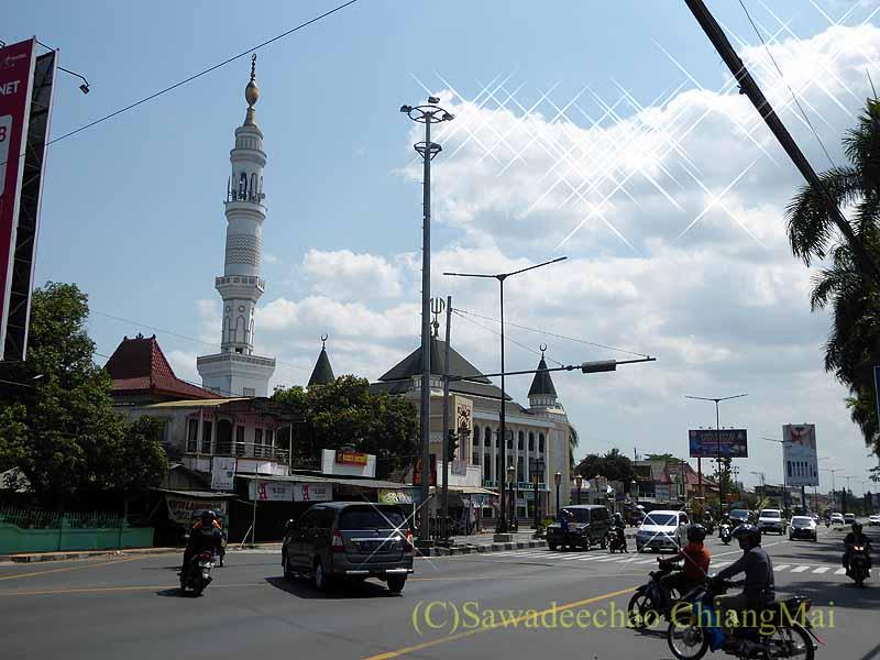 インドネシアのジャワ島中部のプランバナン寺院遺跡群前のバス停