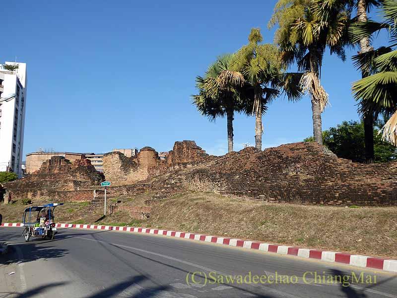 チェンマイの旧市街お濠沿い北西角のフアリン堡塁