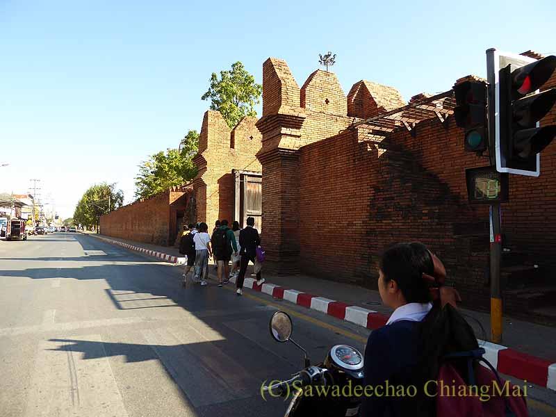 チェンマイの旧市街お濠沿いにあるターペー門