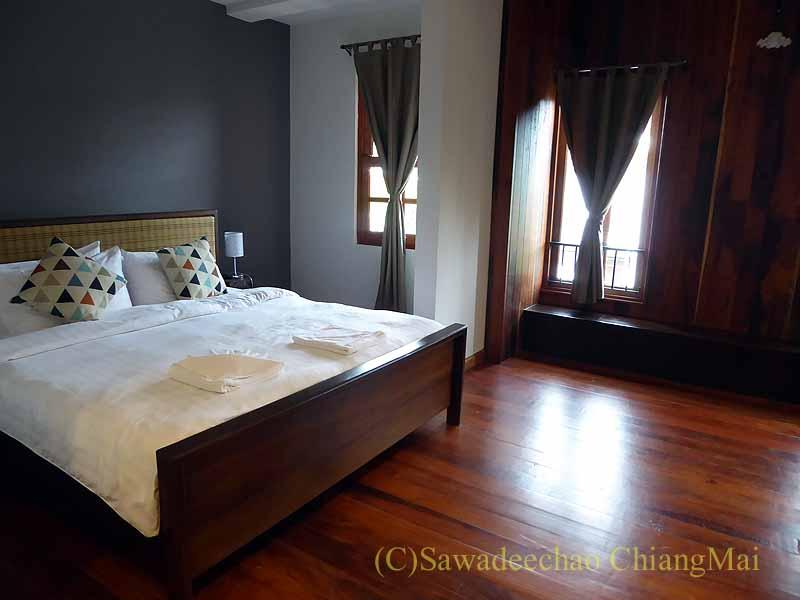 タイ北部の街ナーンにあるプーミンプレイスホテルの客室概観