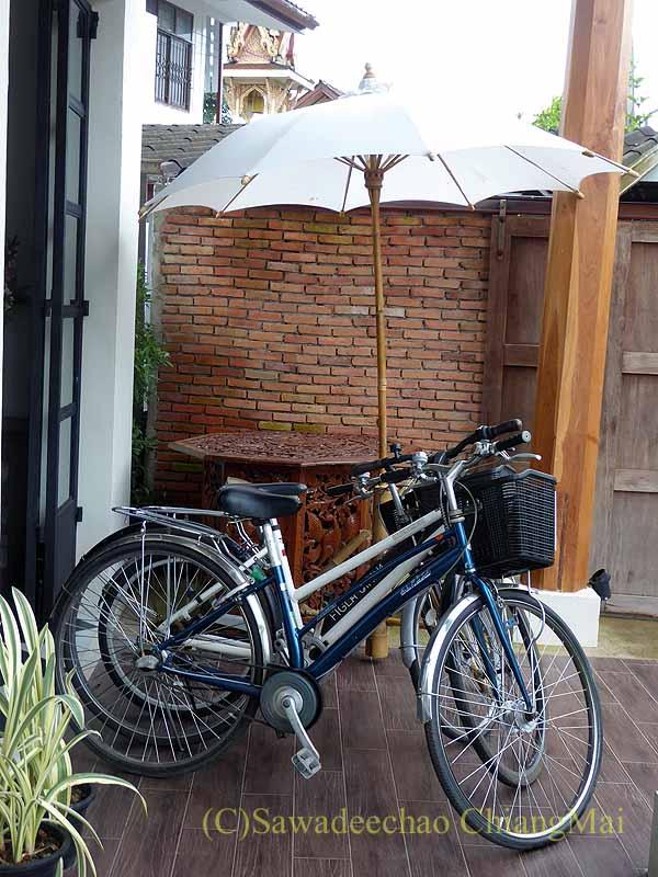 タイ北部の街ナーンにあるプーミンプレイスホテルの貸自転車
