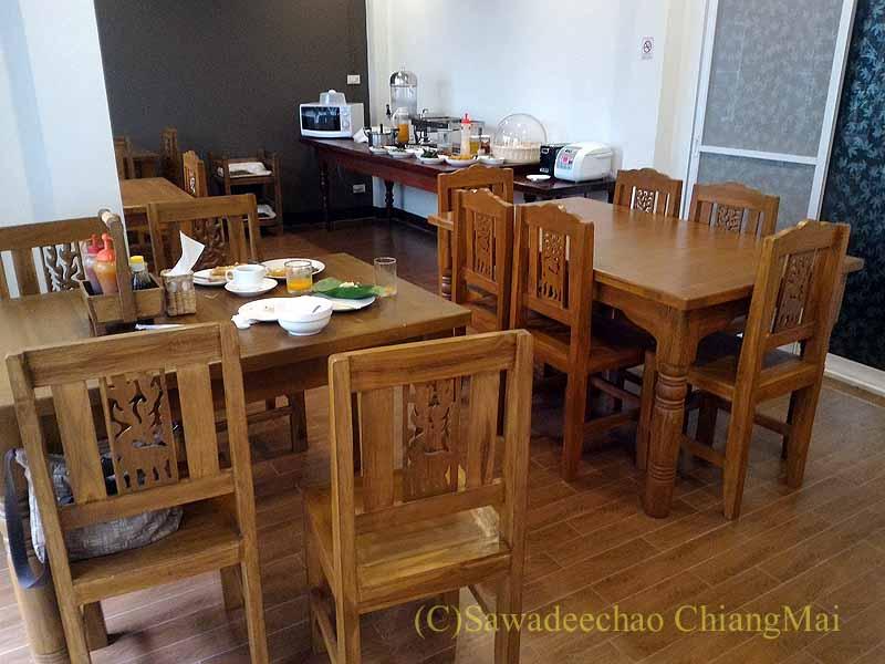 タイ北部の街ナーンにあるプーミンプレイスホテルの朝食会場概観