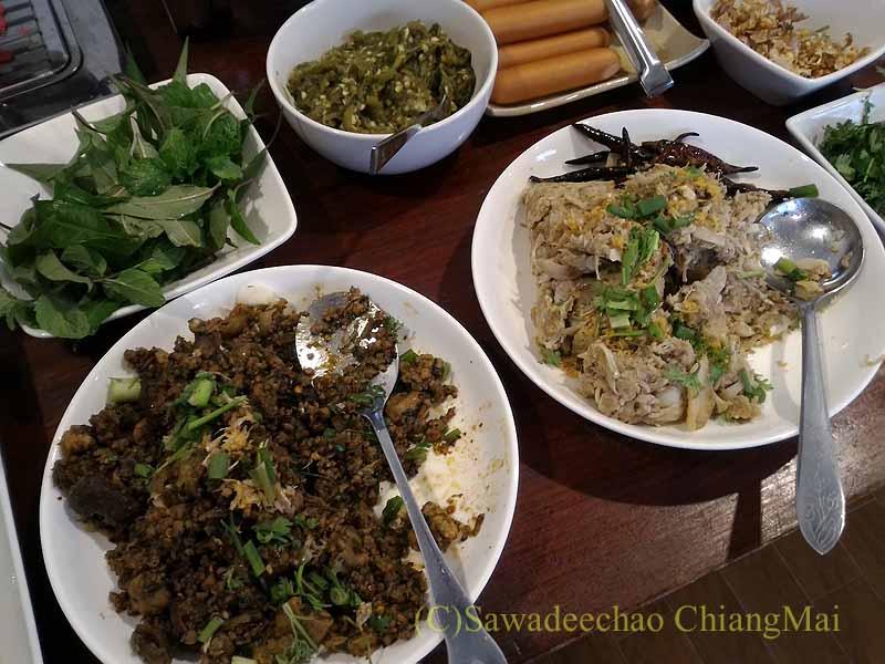 タイ北部の街ナーンにあるプーミンプレイスホテルの朝食の北タイ料理