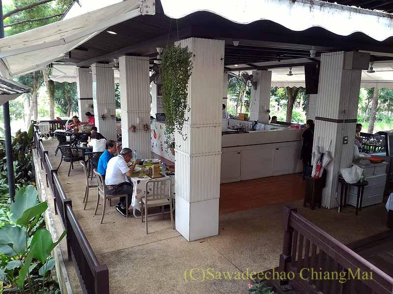 チェンマイのレストラン、ロイヤルプロジェクトキッチンの1階概観