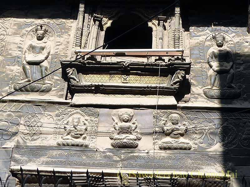 ネパール、パタンの旧市街にある木彫が美しい建物物