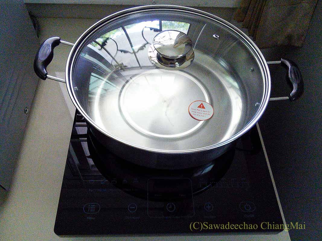 タイのチェンマイ暮らしで購入したIH調理器のおまけの鍋
