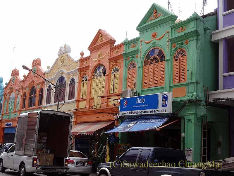 タイ南部の街ハジャイのカラフルな古い建物の街並み