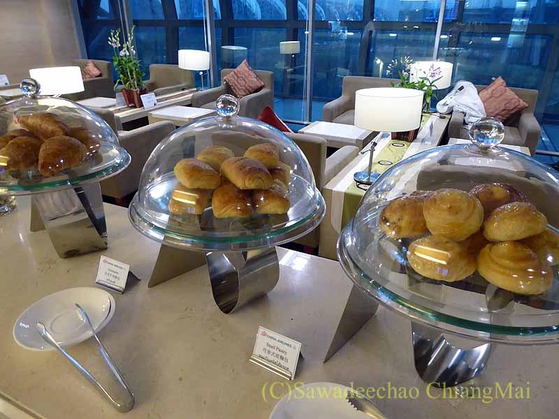スワンナプーム空港のチャイナエアラインラウンジのパンコーナー