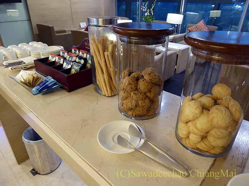 スワンナプーム空港のチャイナエアラインラウンジのクッキーのコーナー