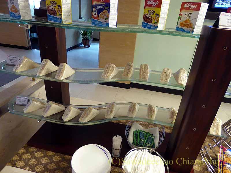 スワンナプーム空港のチャイナエアラインラウンジのサンドイッチコーナー