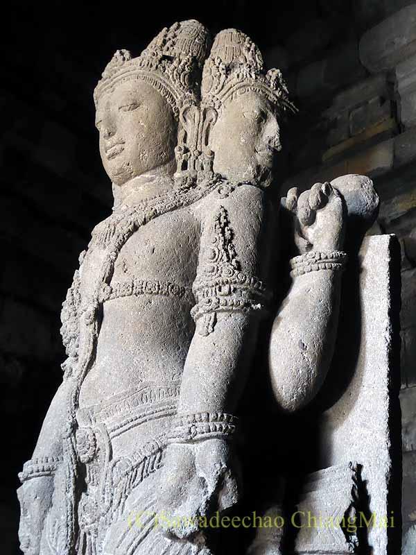インドネシアのプランバナンのロロジョングラン寺院遺跡の仏像