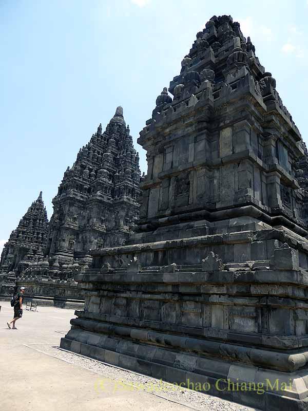 インドネシアのプランバナンのロロジョングラン寺院遺跡の尖塔群