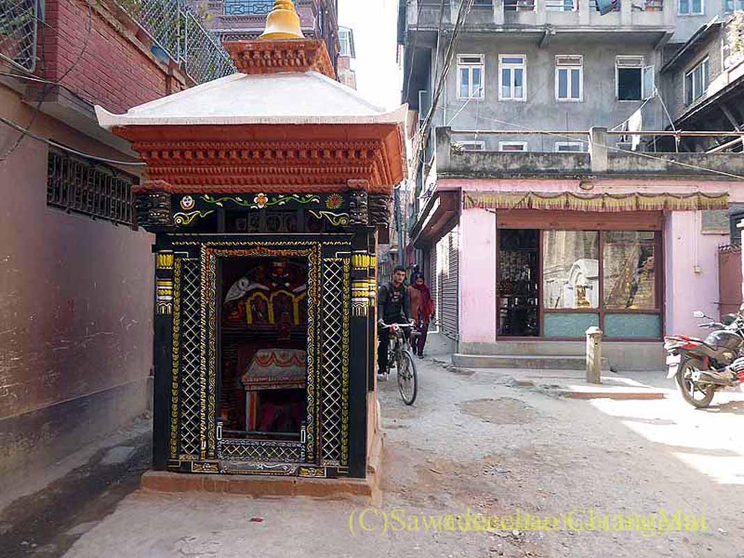 ネパール、パタンの旧市街の小さな祠