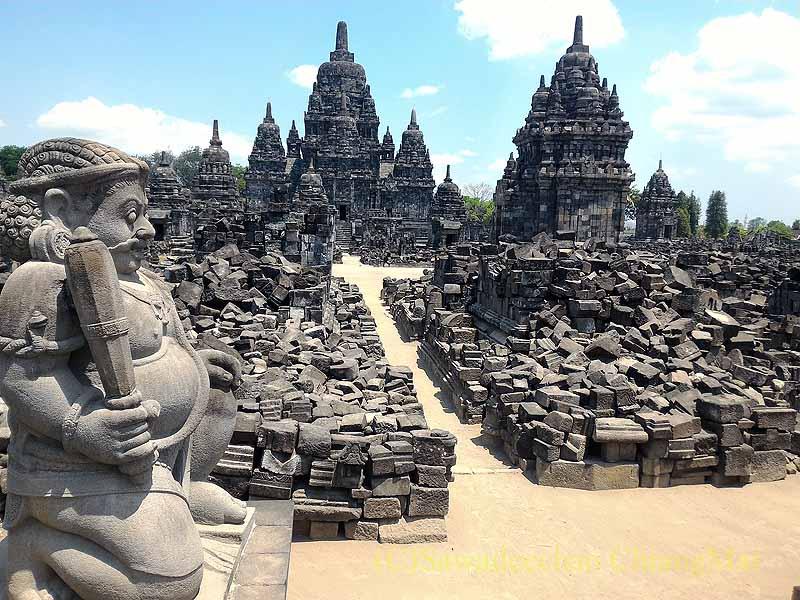 インドネシアのプランバナンのセウ寺院遺跡のドゥワラパラ神像
