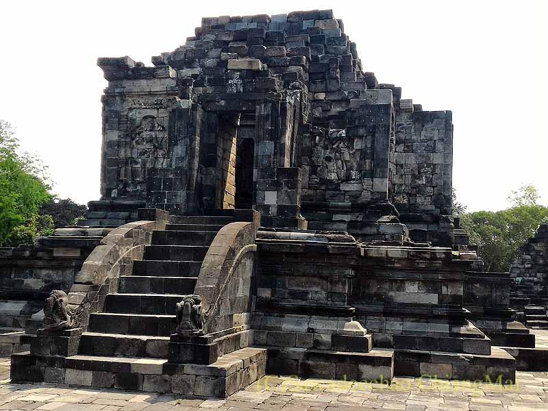 インドネシアのプランバナンのセウ寺院遺跡の守護神像