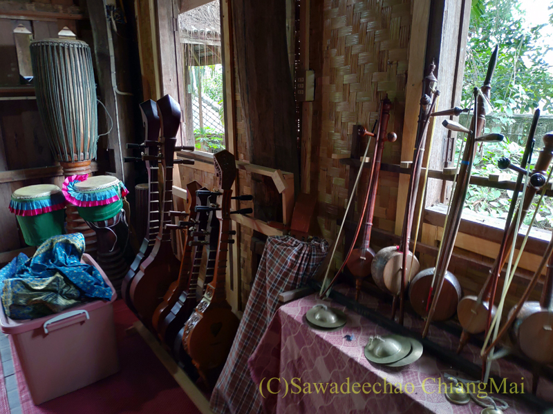 チェンマイのラーンナー智慧の学校定期市の博物館の楽器