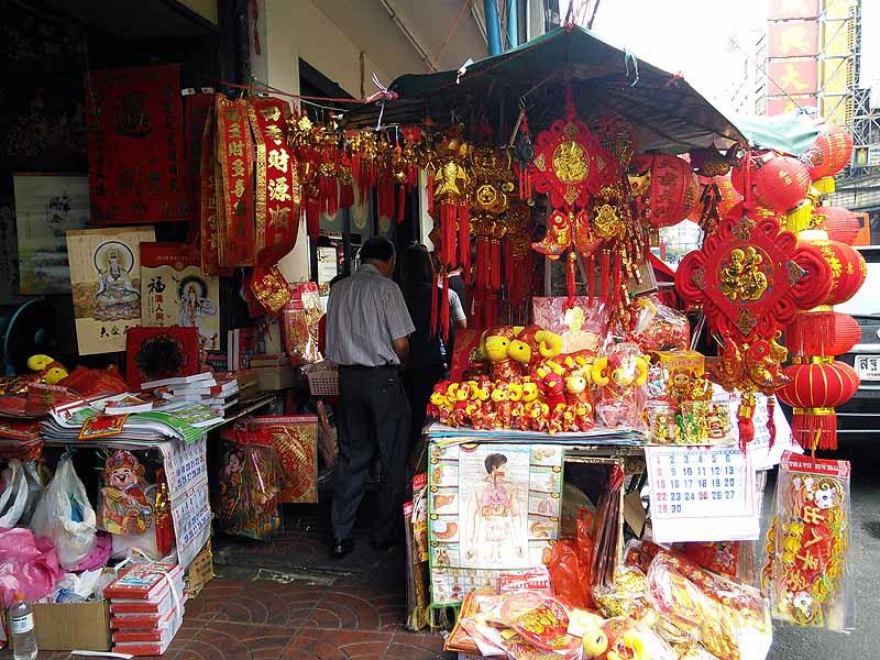 バンコクのヤワラート(中華街)のお参り道具屋台