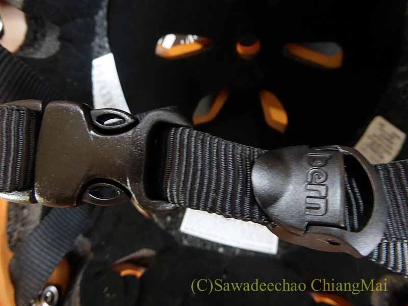 チェンマイ用の自転車ヘルメット、バーンのメーコンの留め具
