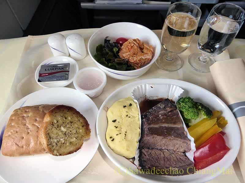 チャイナエアラインCI838便ビジネスクラスで出た機内食全景