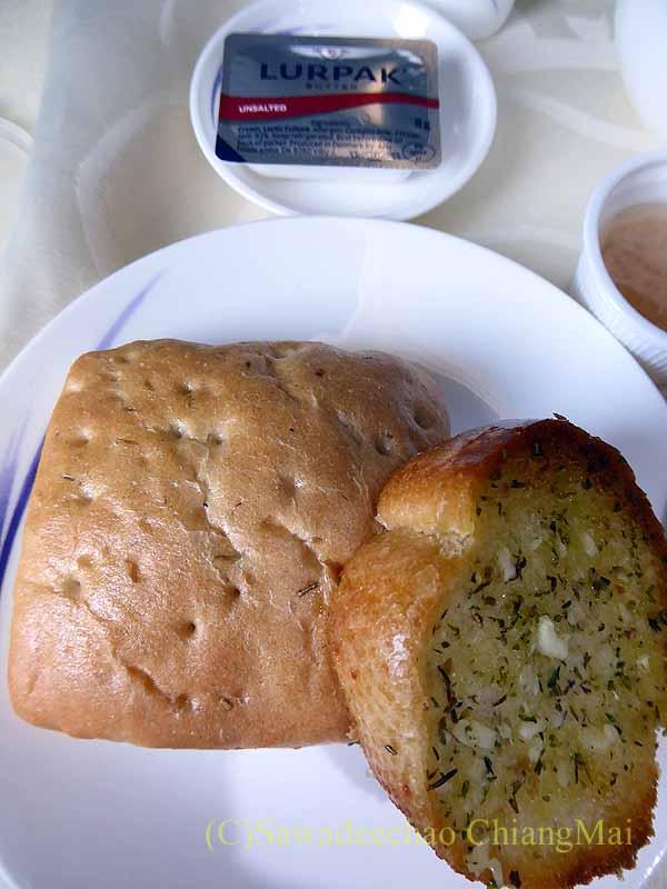 チャイナエアラインCI838便ビジネスクラスで出たパン