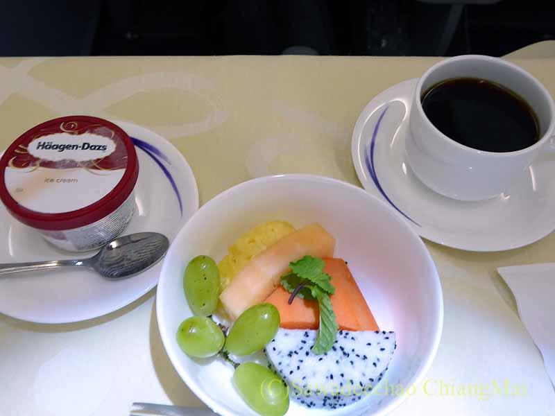 チャイナエアラインCI838便ビジネスクラスの機内食