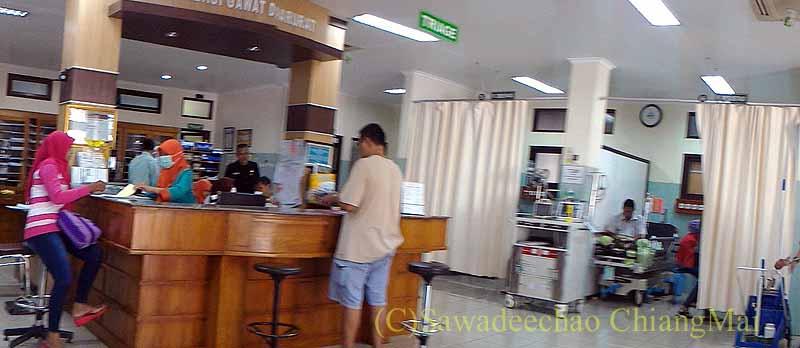 インドネシアのソロの病院のエマージェンシールーム概観