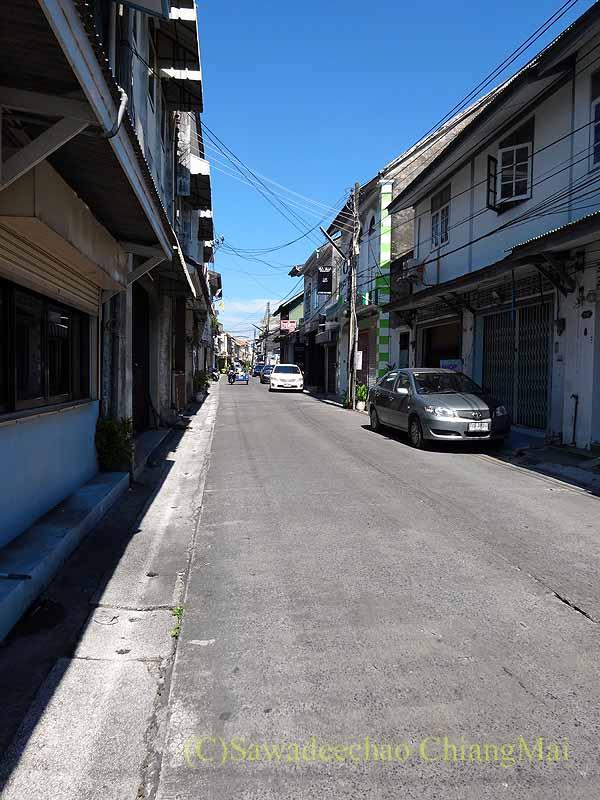 タイのソンクラーの中国人の古い家が並ぶナコンノーク通り概観
