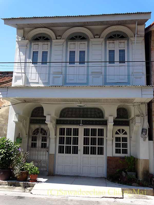 タイのソンクラーの中国人の古い家が並ぶシンゴラ旧市街のレトロ住宅