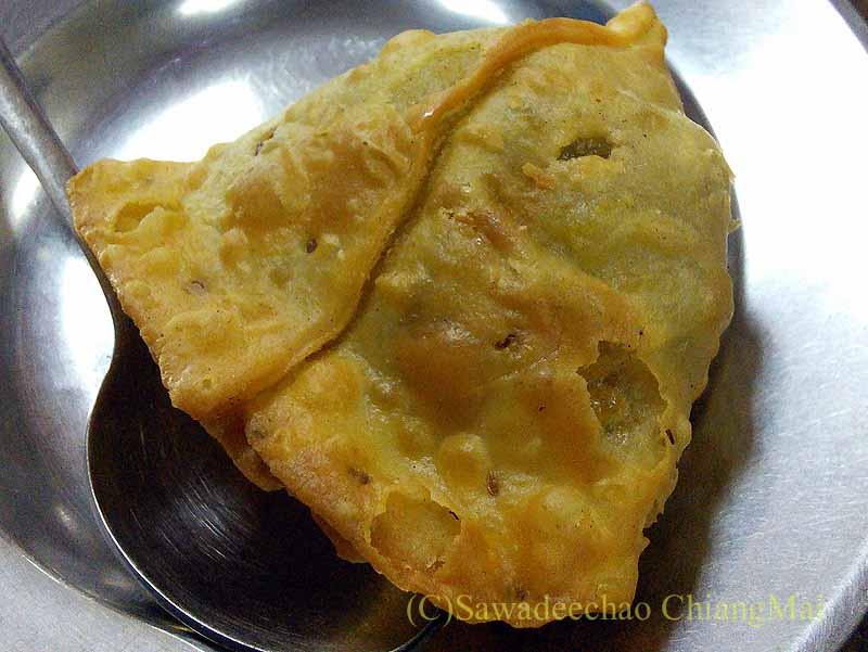 バンコクのインド料理の店ママインディアンレストランのサモサ