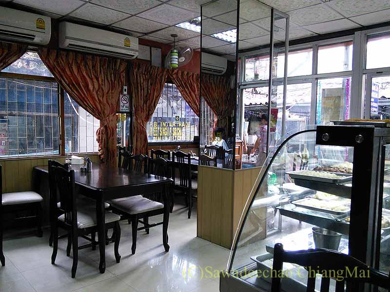 バンコクのインド料理の店ママインディアンレストランの店内